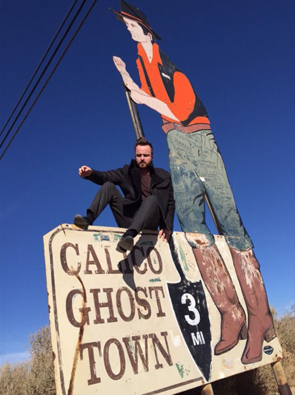 Januar 2015  Aaron Paul besucht in der Mojavewüste die Geisterstadt Calico.