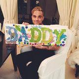 15. Februar 2015  Robbie Williams zeigt bei Facebook sein schönstes Geburtstagsgeschenk.