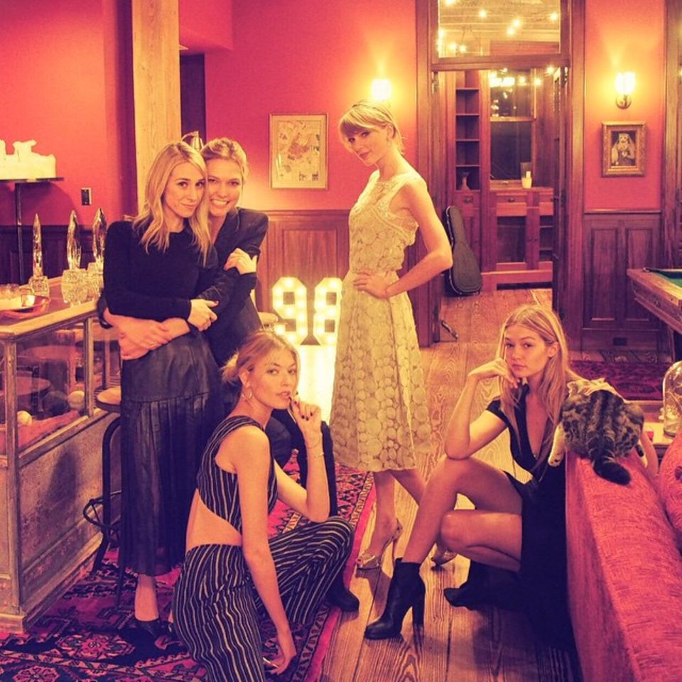 Januar 2015  Mädelsabend mit Taylor Swift, Gigi Hadid, Karlie Kloss, Martha Hunt und Ashley Avignone. Da wären wir gerne dabei!