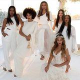 April 2015  Kelly Rowland teilt auf Instagram ein Foto von der Hochzeit von Tina Knowles, Beyoncés Mutter. Auch Solange Knowles und Schauspielerin Bianca Lawson sind mit dabei.