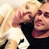 November 2015  Kuschelig wird's bei Lady Gaga: Sie verbringt den Abend mit ihrem Liebsten, Taylor Kinney, auf der Couch.