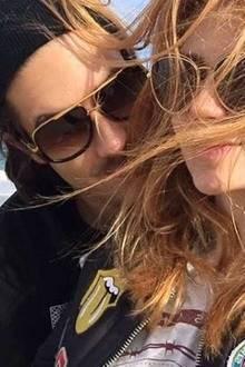 Dezember 2015  Kurz vor dem Jahreswechsel macht Palina Rojinski mit diesem Bild noch ihre neue Liebe offiziell. Wer der Glückliche ist, verrät sie jedoch noch nicht. Viel Glück euch beiden!