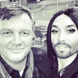 Oktober 2015  Zwei Meilensteine im Showgeschäft: Hape Kerkeling und Conchita Wurst sind offensichtlich auf einer Wellenlänge.