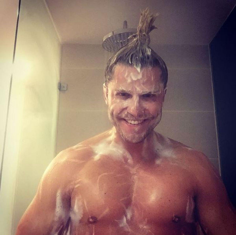 Oktober 2015  Paul Janke nimmt seine Instagramfans mit uner die Dusche.