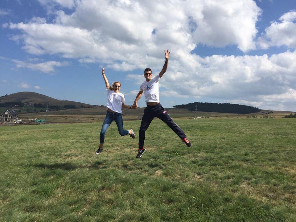 September 2015  Novak Djokovic und seine Jelena springen immer weiter ins Glück und feiern ihren zehnten Beziehungsjahrestag.