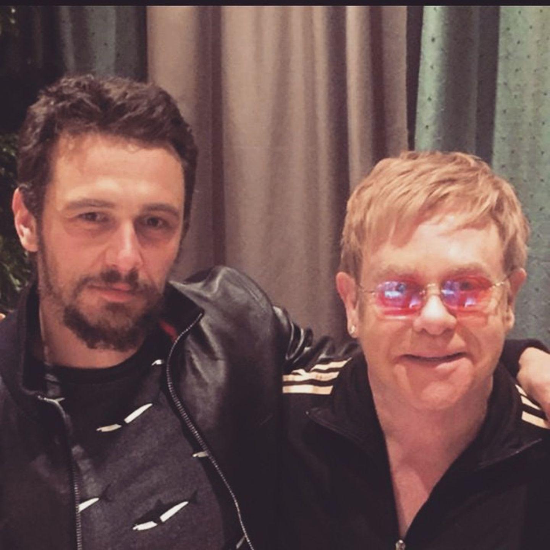 """März 2015  James Franco und Elton John verbringen Backstage von Elton's Show """"The Million Dollor Piano"""" ein wenig Zeit miteinander."""