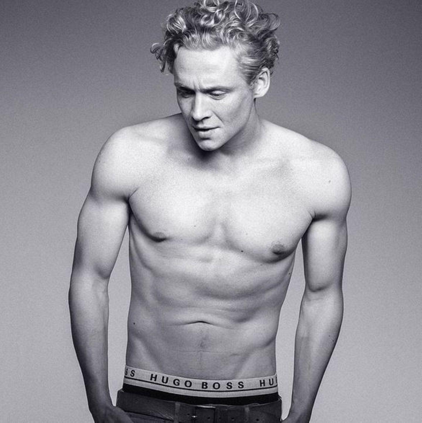 Oktober 2015  Er lässt die Mädchenherzen höher schlagen: Matthias Schweighöfer zeigt sich sexy auf seinem Instagramprofil.