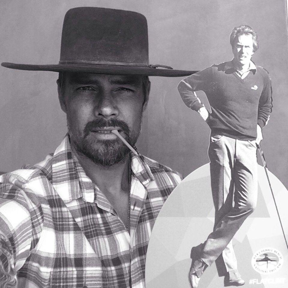 Januar 2015  Josh Duhamel eifert seinem Idol Clint Eastwood nach. Mit Cowboyhut und Karohemd sieht er sehr sexy aus.