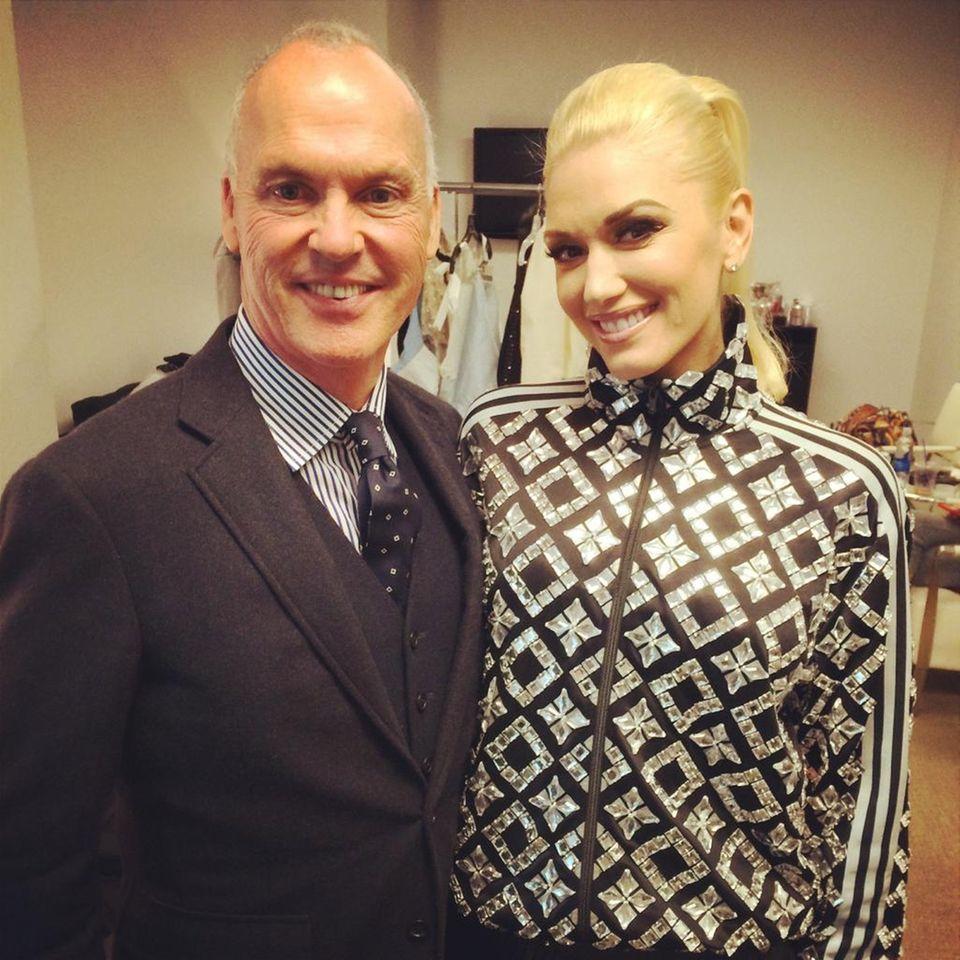 "Februar 2015  Gwen Stefani trifft Michael Keaton bei der ""Tonight Show"" in New York City."
