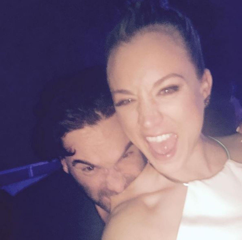 November 2015  Johnny Galecki und Kaley Cuoco haben beim Feiern in Los Angeles Spaß zusammen.