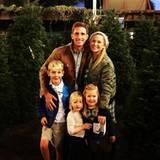 """Dezember 2015  Die """"Grey's Anatomy""""-Schauspielerin Jessica Capshaw verkündet auf ihrem Instagramprofil, dass sie und ihr Partner Christopher Gavigan ihr viertes Kind erwarten."""