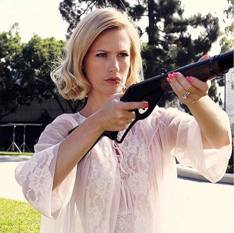"""Mai 2015  Zur letzten Folge von """"Mad Men"""" postet January Jones dieses Foto und will damit ihre Rolle als """"Betty"""" jedem in Erinnerung halten."""
