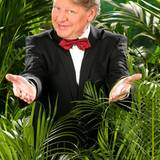 """Mit Harry Wijnvoort moderierte er einst die Sendung """"Der Preis ist heiß"""", jetzt geht Walter Freiwald in den Busch. """"Vielleicht werde ich der weise Vater des Dschungelcamps oder der Pfarrer werden"""", glaubt er.    Alle Infos zu 'Ich bin ein Star - Holt mich hier raus!' im Special bei RTL.de: www.rtl.de/cms/sendungen/ich-bin-ein-star.html"""