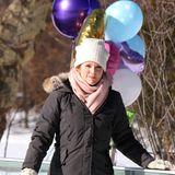 """24. Februar 2015: Julianne Moore hat noch vor zwei Tagen den Oscar für die beste Haupdarstellerin in """"Still Alice"""" bekommen und ist jetzt schon wieder am Set von """"Maggie's Plan"""" und dreht mit Schauspielkollegen Ethan Hawke und Greta Gerwig eine Szene auf dem Eis."""