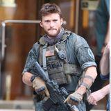 """3. Mai 2015: Das sieht nach Action aus: Scott Eastwood am Set von """"Suicide Squad"""". In der Comicverfilmung geht es um eine Gruppe von Superbösewichten, die für die Regierung ihre dreckigen Geschäfte erledigen und im Gegenzug dafür Strafmilderung und andere Vorteile erhalten."""