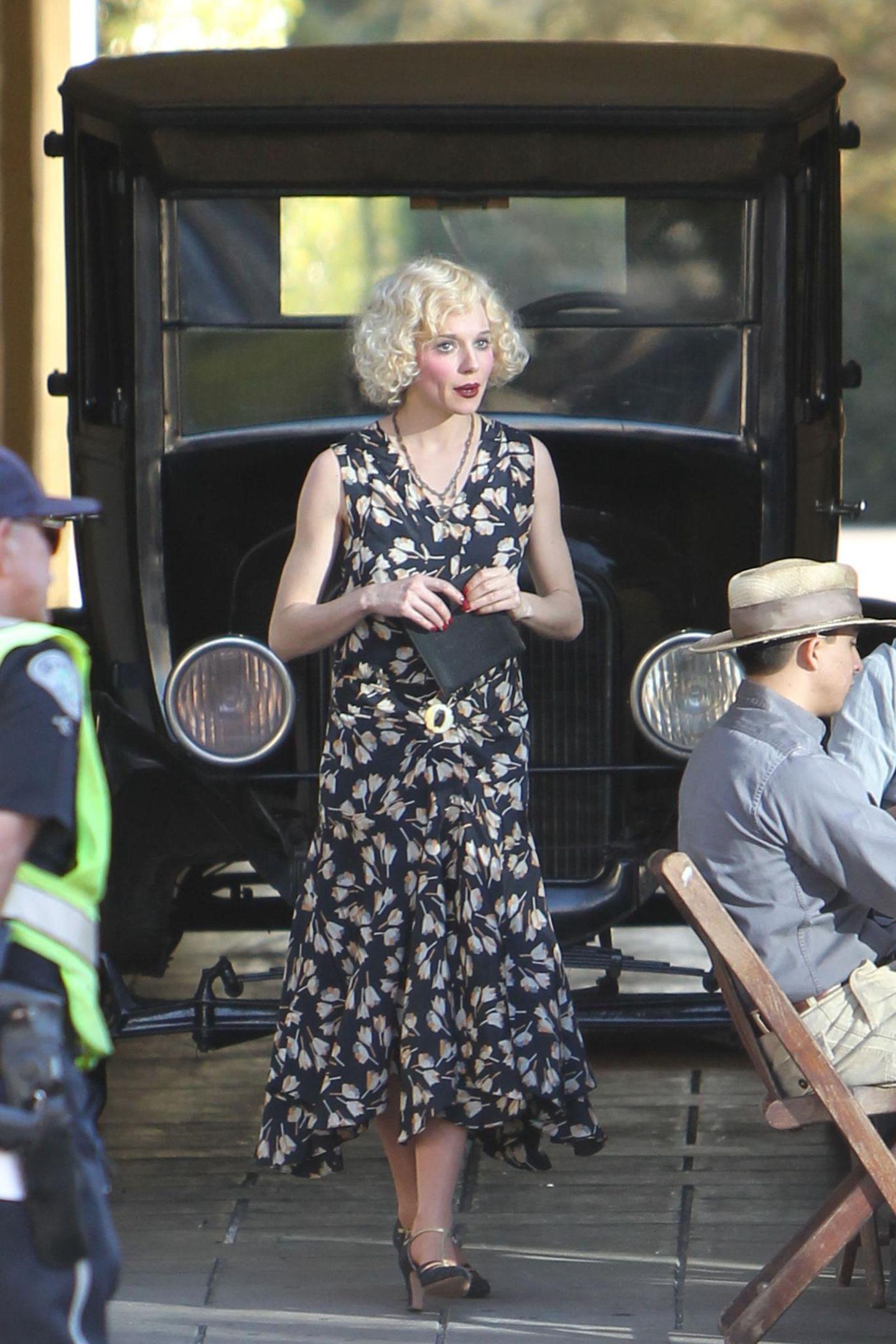 """7. Dezember 2015: Auch Ben Afflecks Kollegin Sienna Miller spielt in dem Drama """"Live by Night"""" eine Rolle. Hier haben die Hair -und Make-up-Artisten ganze Arbeit geleistet!"""