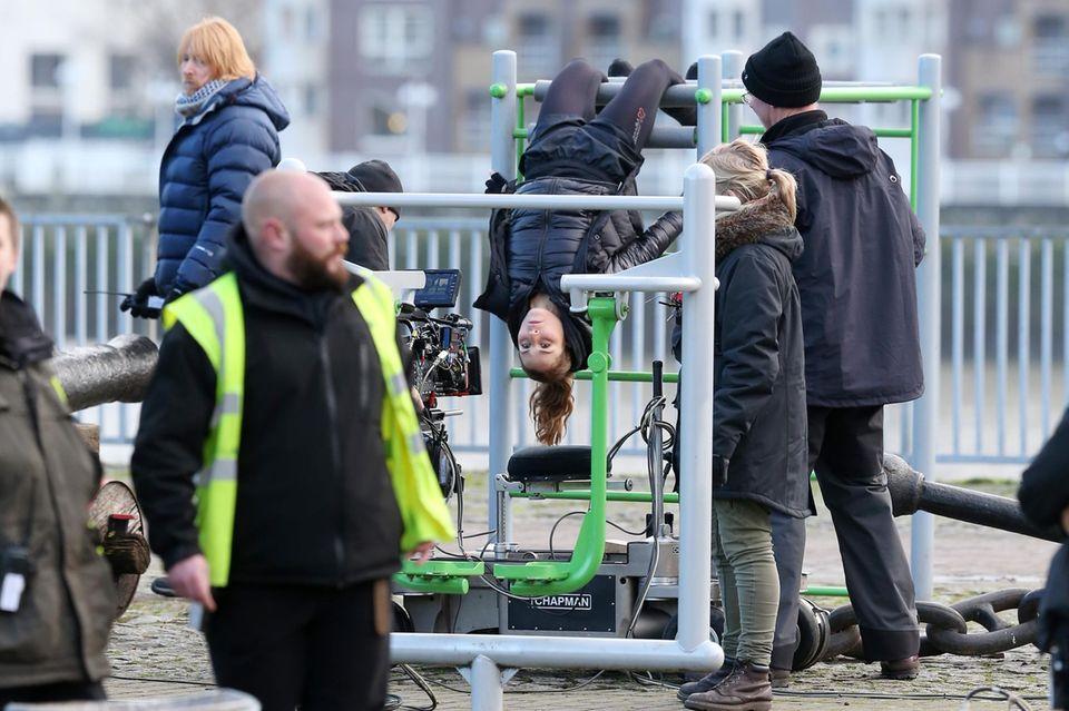 """15. Januar 2015: Die Dreharbeiten für den neuen Action-Thriller """"Unlocked"""" haben begonnen. Für den Dreh ist Noomi Rapace in vollem Einsatz."""