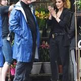 "8. Juni 2015: Jennifer Lopez nimmt bei den Dreharbeiten zu dem Film ""Shades of Blue"" Regieanweisungen entgegen."