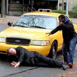 """12. November 2015: Alec Baldwin wirft sich für die Dreharbeiten zum Drama """"Blind"""" vor ein Taxi."""