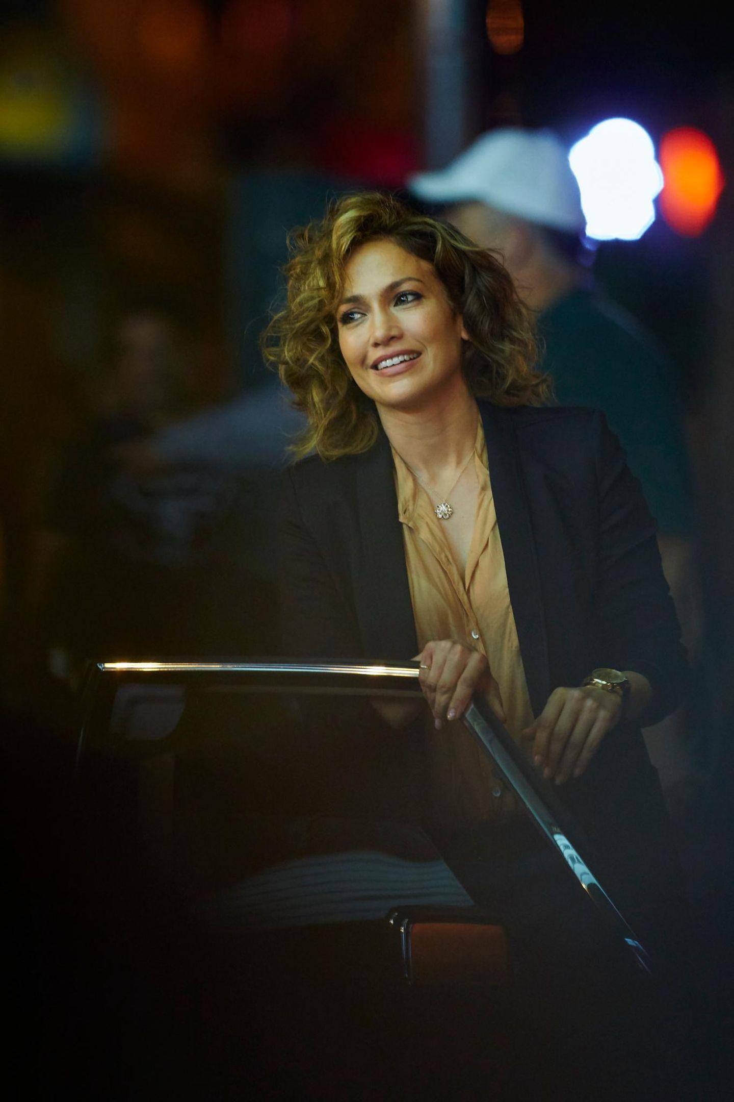 """10. Juni 2015: Jennifer Lopez wirkt am Set zu ihrem neuen Film """"Shades of Blue"""" sichtlich entspannt."""