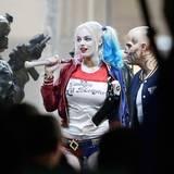 """4. Mai 2015: Margot Robbie spielt die Psychopathin """"Harley Quinn"""" in """"Suicide Squad"""". Mit bunten Haaren, einem Puppengesicht und ein Baseballschläger über den Schultern, wirkt sie ganz schön überzeugend."""