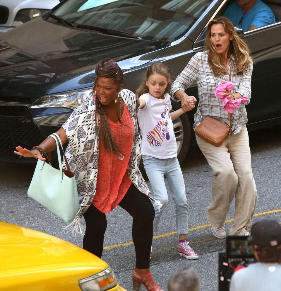 """20. Juli 2015: Queen Latifah und Jennifer Garner stehen für den Film """"Miracles of Heaven"""" in Atlanta vor der Kamera."""