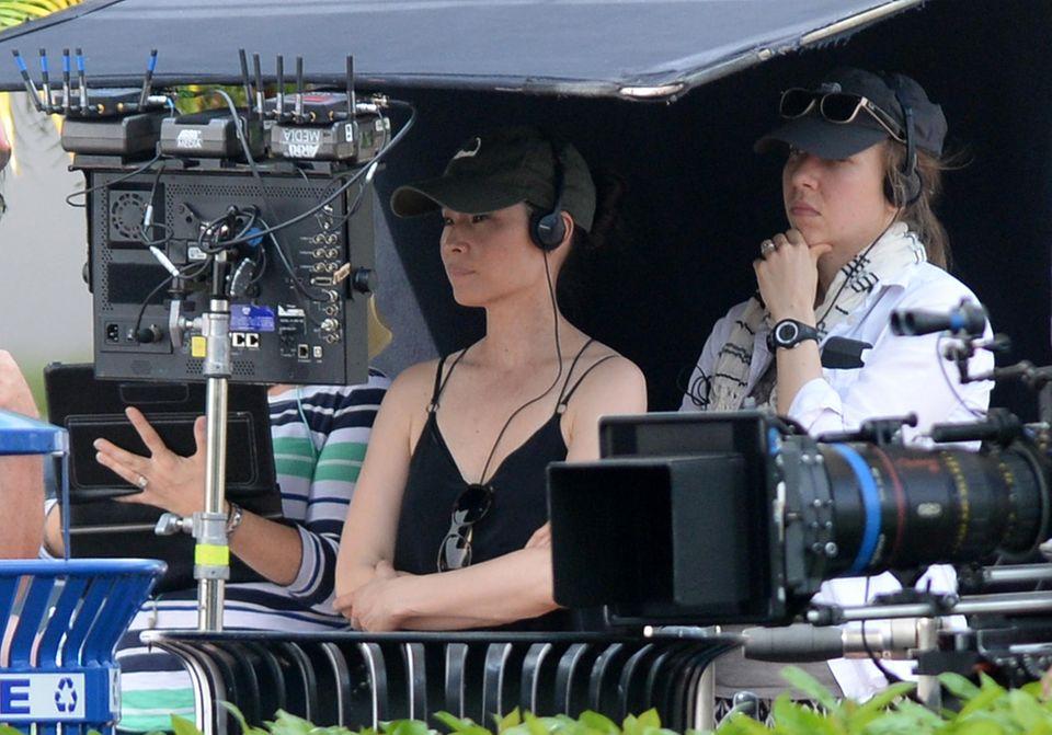 """15. Juni 2015: Lucy Liu führt selbst Regie bei einer Folge der TV-Show """"Graceland"""" in Florida."""
