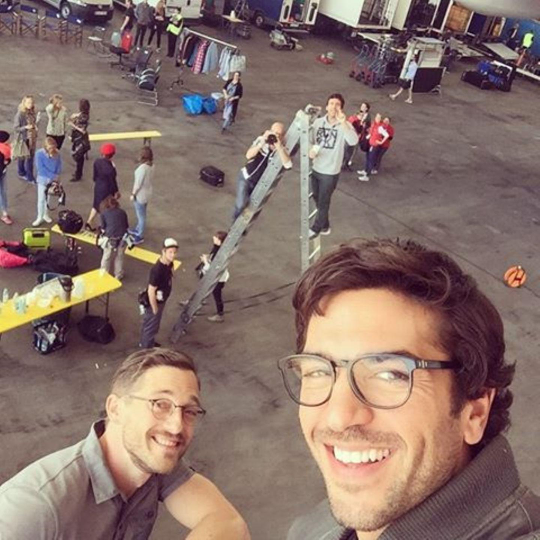 """21. April 2015: Die Dreharbeiten zu """"Fack ju Göhte 2"""" haben begonnen und Elyas M'Barek postet als erstes ein Selfie davon auf Facebook."""