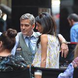 18. April 2015: Amal und George Clooney könnten nicht verliebter aussehen als am Set seines neuen Films in New York.