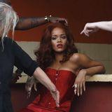 29. Mai 2015: Rihanna wird vor einem Shooting in Havana von diversen Stylisten umschwärmt.