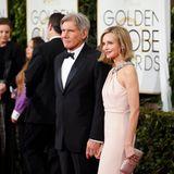 Harrison Ford und Calista Flockhart posieren auf dem roten Teppich.