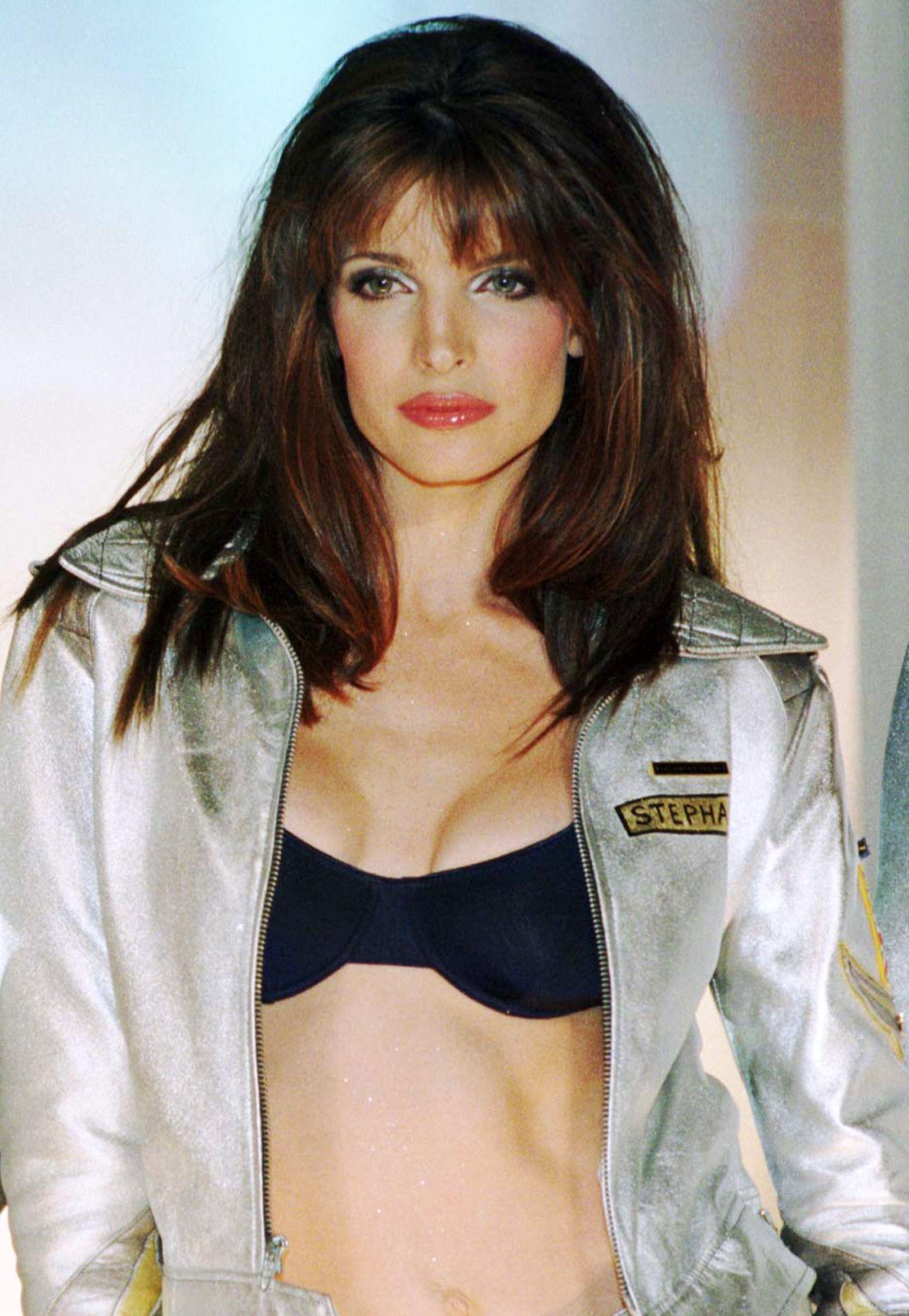 """Bereits im Teenageralter startete die Kalifornierin Stephanie Seymour ihre Modelkarriere. L'Oréal, Chanel und Versace gehörten zu ihren Auftraggebern. Bis heute legendär: Seymours Auftritt im Musikvideo zur Single """"November Rain"""" von Guns N'Roses."""