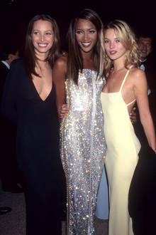 """Christy Turlington ist in den 90er-Jahren eines der großen Models neben Kate Moss und Naomi Campbell. Ihr ebenmäßiger Teint, ihre tolle Ausstrahlung und ihre feinen Gesichtszüge bringen ihre viele Jobs ein. Sie wirbt unter anderem für das Parfum """"Eternity"""" und ist im legendären """"Freedom""""-Video von George Michael zu sehen."""