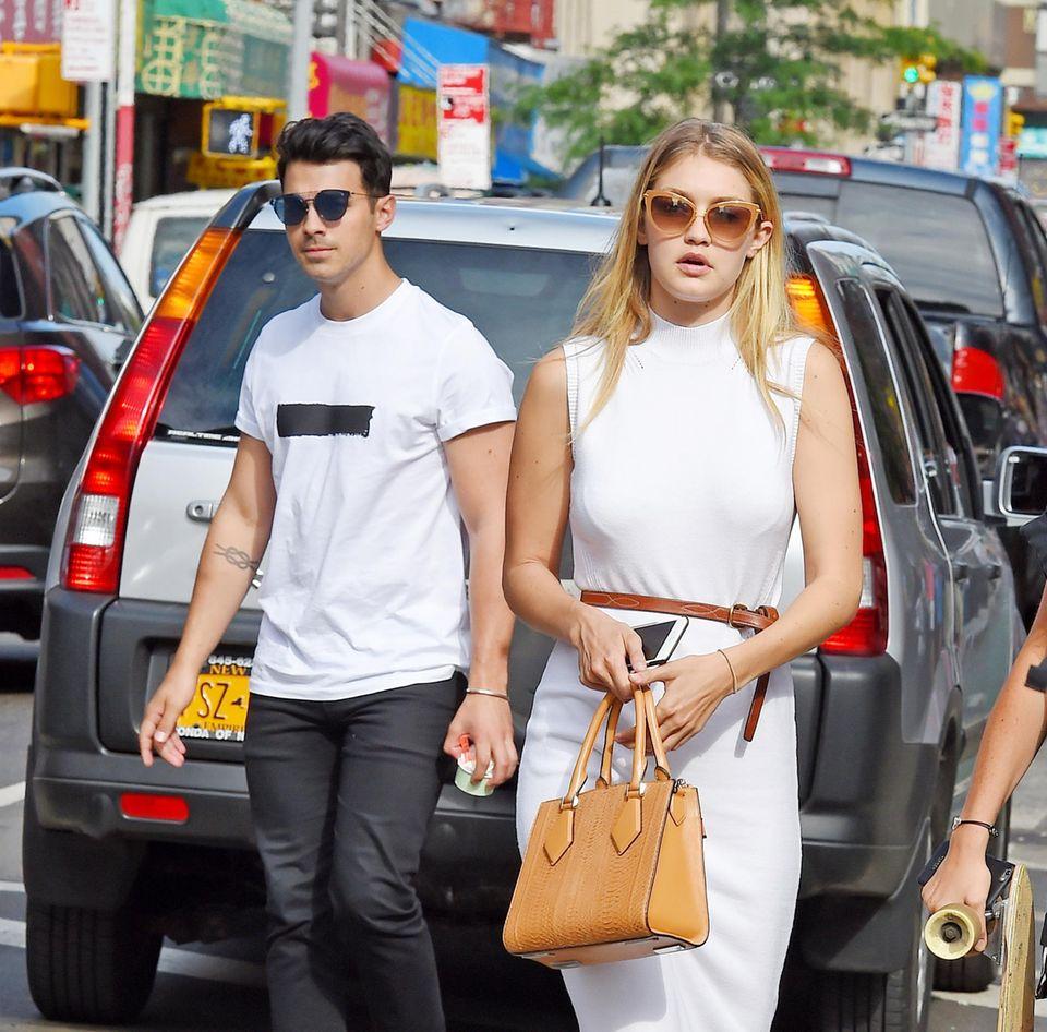 14. Juli 2015: Gigi Hadid und Joe Jonas bummeln durch New York.