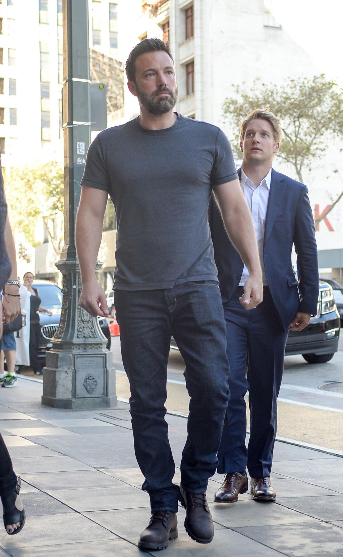 """10. August 2015: Nach der Trennungsnachricht wird Ben Affleck auf Schritt und Tritt verfolgt. Hier ist er auf dem Weg zum """"The United Artists Theater"""" in Los Angeles."""