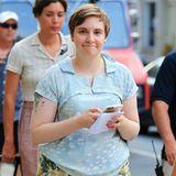 29. Juli 2015: Hier gibt ?s nichts zu verstecken: Lena Dunham läuft in Shorts durch New York bevor sie wieder zurück ans Set geht.