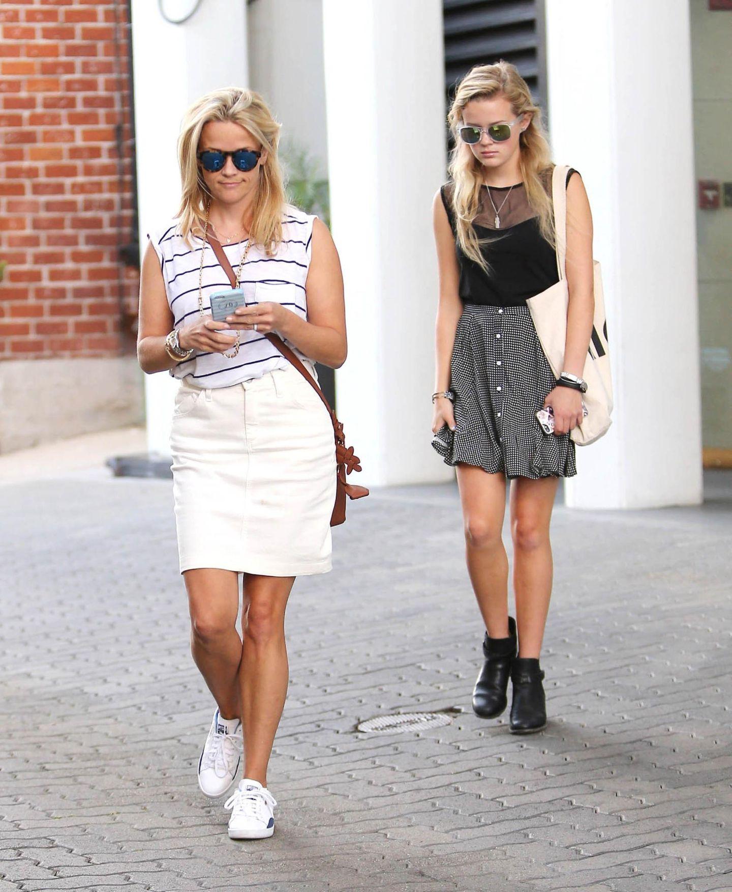 29. Juli 2015: Reese Witherspoon ist mit ihrer Tochter Ava Elizabeth Philippe in Los Angeles unterwegs. Die Ähnlichkeit ist nicht zu übersehen.