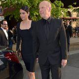 """9. Mai 2015: Diesmal steht seine Frau im Mittelpunkt: Bruce Willis begleitet Emma Heming-Willis in Berlin zu einem Beauty-Event. Hier kommt das Paar gerade aus dem Hotel """"Adlon""""."""