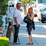 21. Oktober 2015: Die zwei haben Spaß: Kurt Russell und Goldie Hawn sind bestens gelaunt in Los Angeles unterwegs.