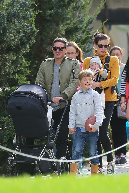 29. Oktober 2015: Die stolzen Eltern Liv Tyler und Dave Gardner spazieren mit dem 10-jährigen Milo und Baby Sailor durch den Meatpacking District in New York.