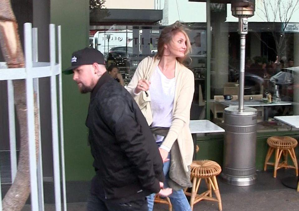 25. August 2015: Cameron Diaz und ihr Mann Benji Madden verlassen nach einem romantischen Frühstück die Lokalität in Bondi Beach, Australien.