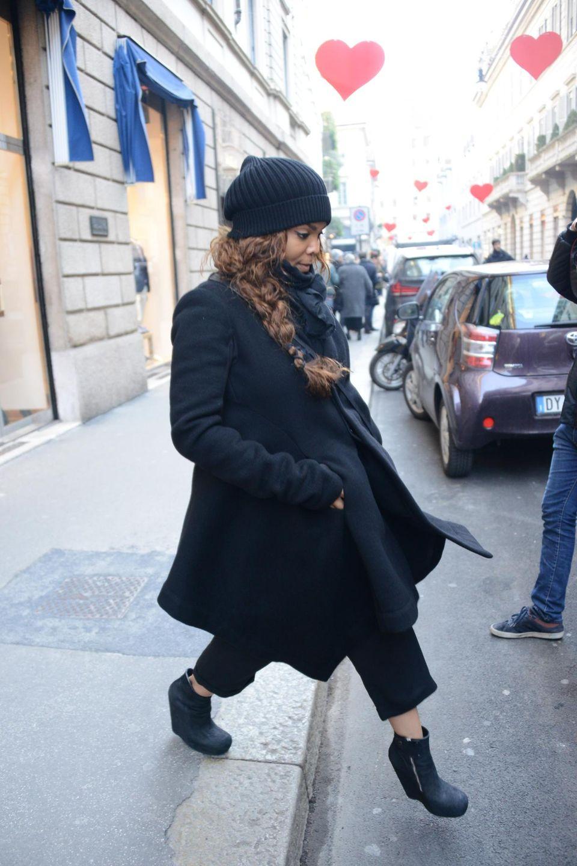 """11. Februar 2015: In Italien ist Janet Jackson auf dem Weg zu """"Giuseppe Zanotti"""", um sich dort teure Schuhe zu kaufen."""