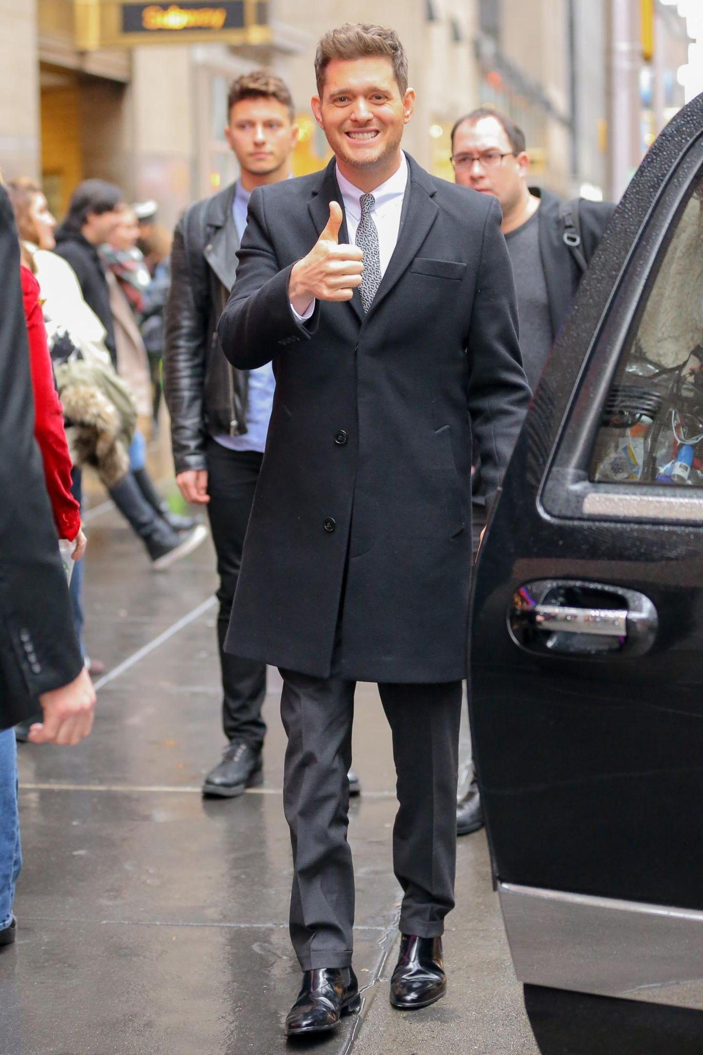 1. Dezember 2015: Michael Bublé ist bestens gelaunt in Midtown Manhattan untrwegs.