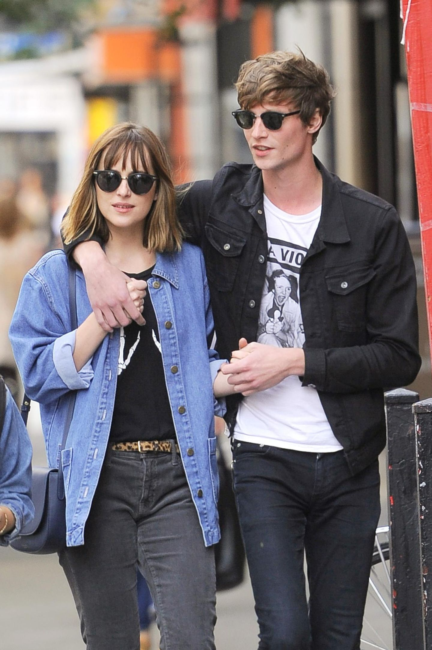21. September 2015: Dakota Johnson und ihr on-off-Partner Matthew Hitt gehen in New York spazieren.