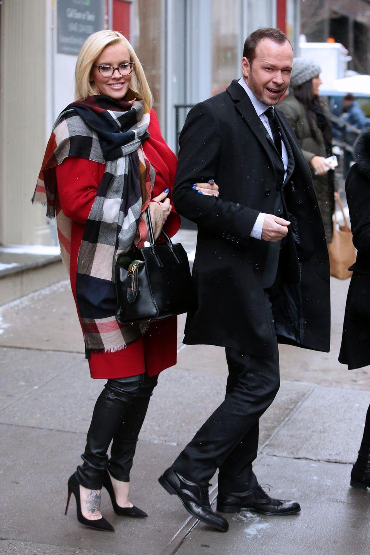 """6. Januar 2015: Jenny McCarthy und Donnie Wahlberg auf dem Weg zum Studio von """"Entertainment Tonight"""" in New York City."""