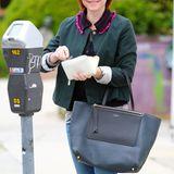 6. Mai 2015: Sehr vorbildlich bezahlt Alyson Hannigan die Parkuhr in Kalifornien.