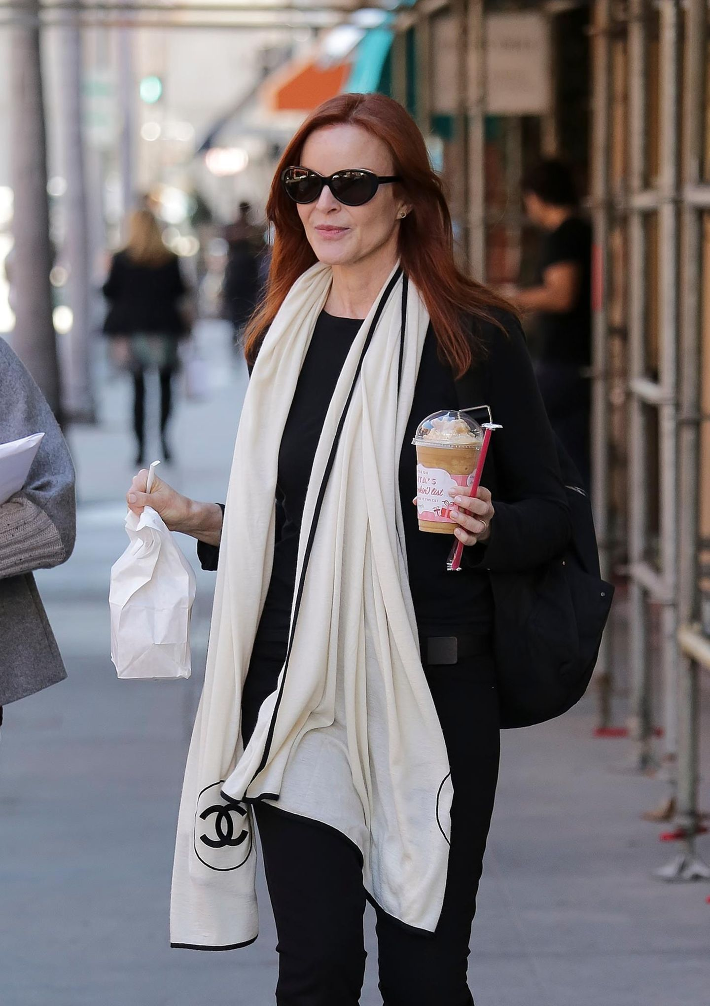 """27. Januar 2015: """"Desperate Housewives""""-Star Marcia Cross holt sich in Beverly Hills bei """"Judi's Deli"""" einen Snack und etwas zu Trinken."""