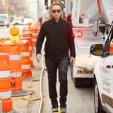 9. Dezember 2015: Walks the Line: John Legend ist im schönen New Yorker Stadtteil Soho unterwegs.