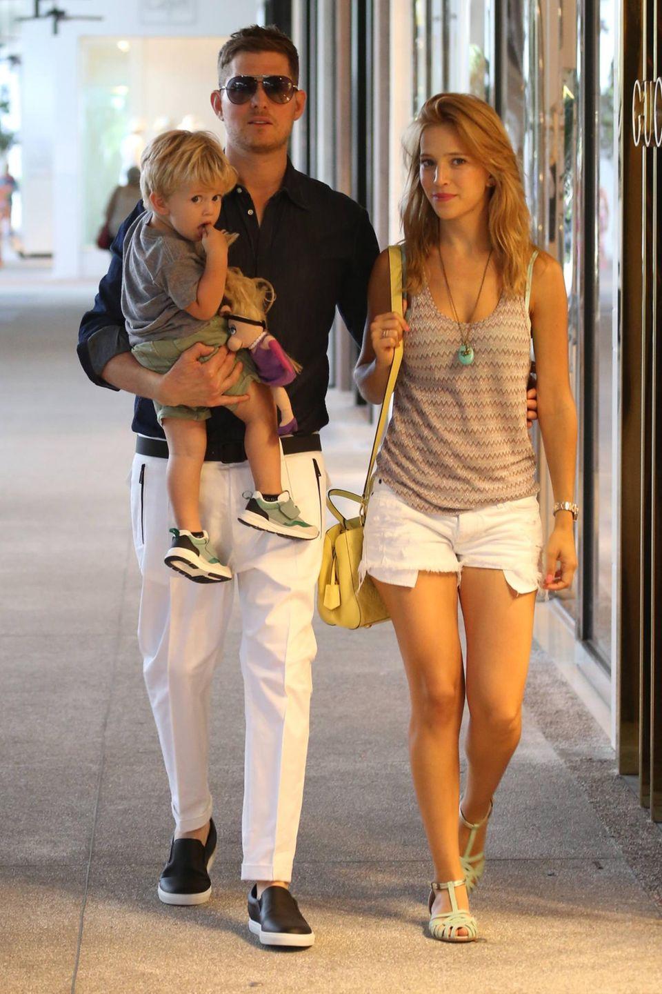 14. April 2015: Michael Buble schlendert mit seiner Familie durch Miami.