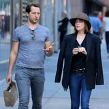 28. Juli 2015: Derek Blasberg und Dakota Johnson sind auf der Fifth Avenue in New York City unterwegs.
